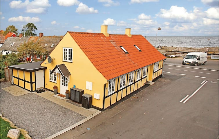 Holiday apartment with 1 bedroom on 76m² in Svaneke