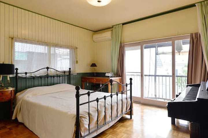 100% LADIES ONLY: Spacious Room near Shibuya