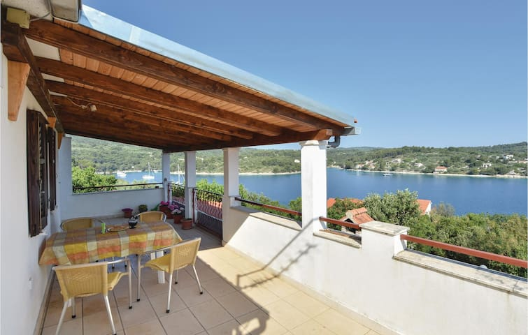 Holiday apartment with 2 bedrooms on 43m² in Necujam