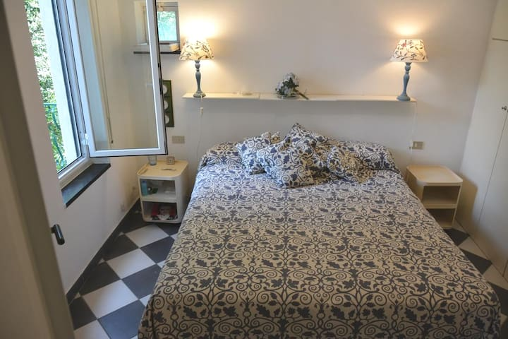 Bedroom 1 with 1 Double Bed