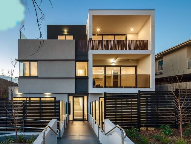 A COMFORTABLE CITY VIBE - Caulfield North - Flat