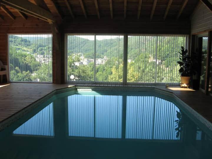 Chalet avec piscine couverte chauffée