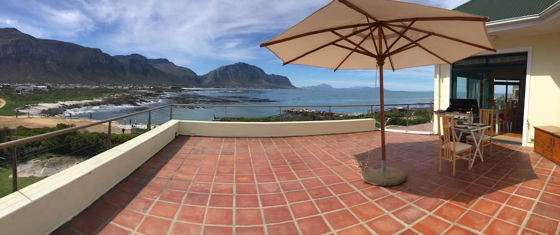 Family House 360 views at Penguins - Betty's Bay - House