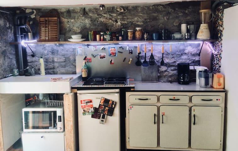 Cuisine (gazinière+frigo+microondes-grill)
