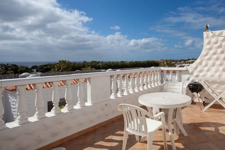 Lovely Apartment Close to the Beach with Terrace & Wi-Fi; Parking Available