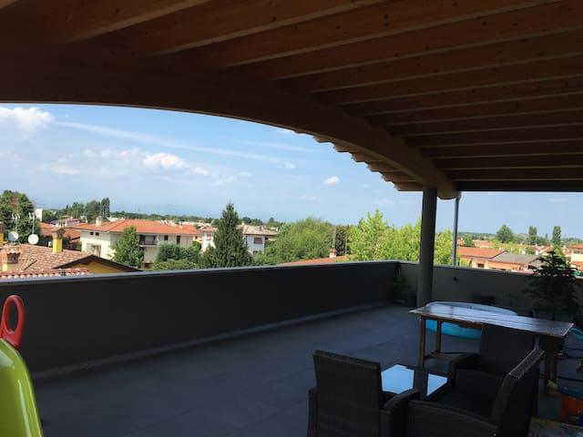 Splendido moderno attico con 70mq di terrazza - Fiume Veneto - Lägenhet