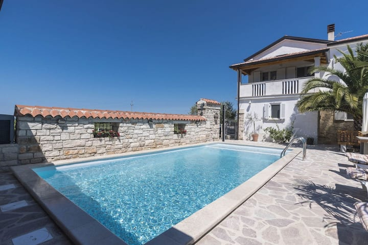 House for 6+1 pers with pool in Savudrija R74191