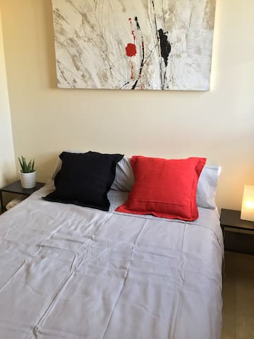 Cosy double room with storage, use of kitchen and breakfast terrace.