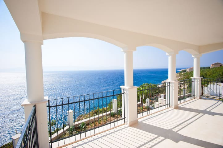 Three-Bedroom Sea View Apartment - Povile - Flat