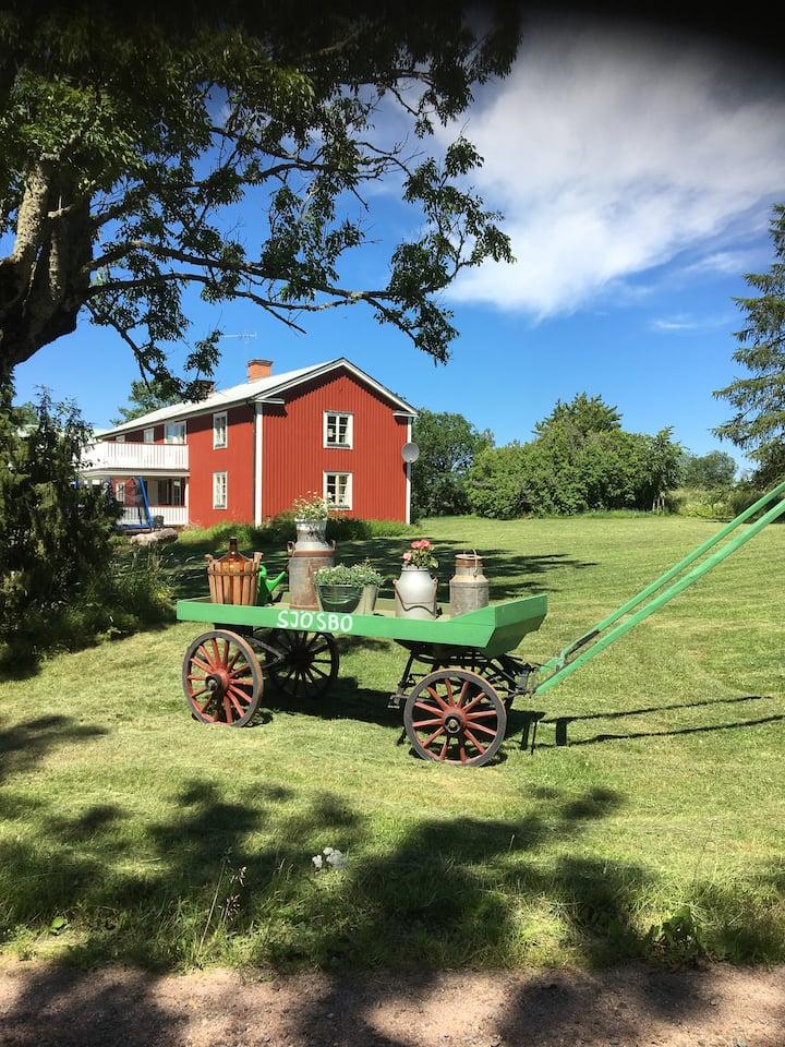 Bo på egen gård i den småländska idyllen