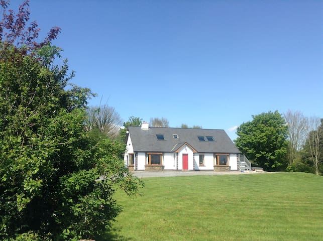 Dun Aonaigh with Spectacular  Mountain Views - Killorglin - Bangalô