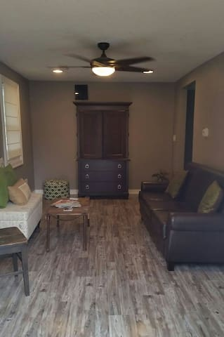 Cozy and Newly Remodeled 2BR Home
