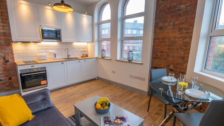Spacious, Luxury Apartment close to Manchester City Centre By Pillo Rooms
