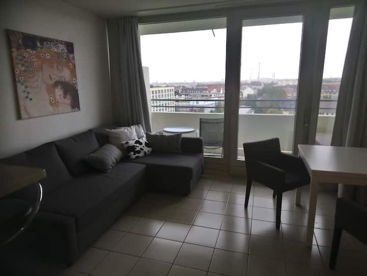 Apartment mit Balkon im 10.Stock, Nähe Harras