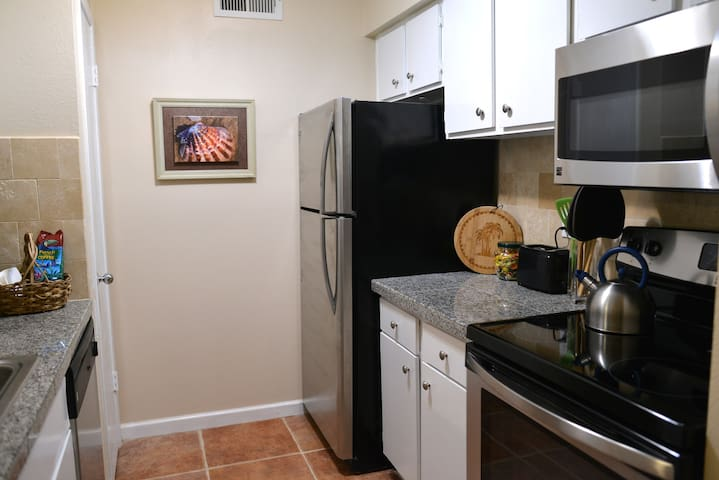 Full size stove and refrigerator in the kitchen
