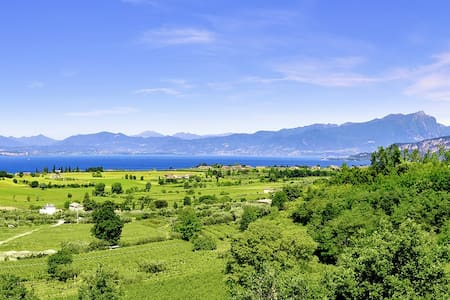 Amazing setting in the vineyards. Super lake view! - Lazise - Apartamento