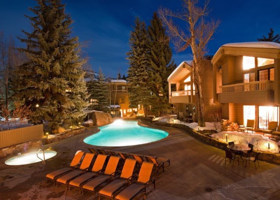 Lounging area and Hot Tubs
