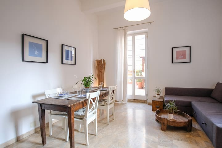 SPACIOUS APARTMENT WITH BIG TERRACE AT COLOSSEUM