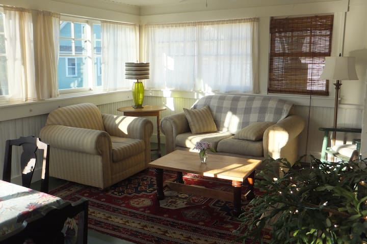 Cozy, sunny apt. in Montpelier, Vt. - Montpelier - House