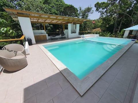 VILLA NORIS, 5BR Villa PARA 16 PERSONAS, WIFI/POOL