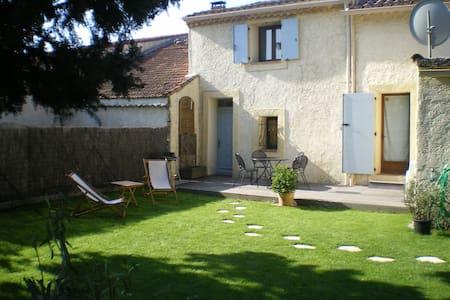 GITE CAMPAGNE AVEC JARDIN PRIVATIF  - Senas - Wohnung