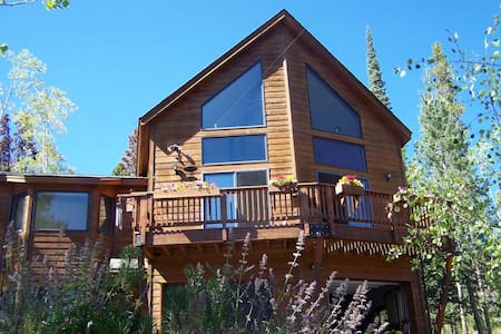 King bed & en suite bath, plus loft w/ twin bed - Silverthorne