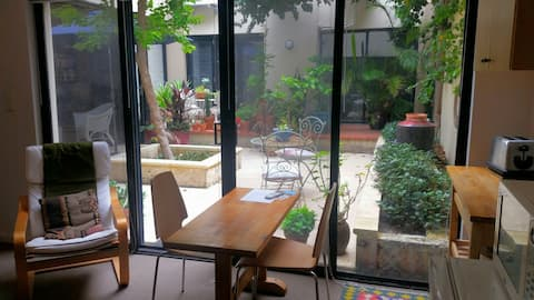 Central Fremantle courtyard studio apartment.