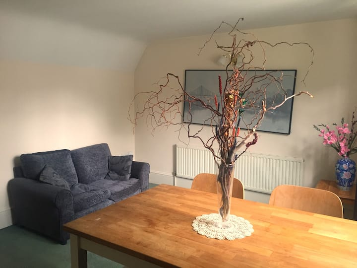Flat with large garden near Richmond Park
