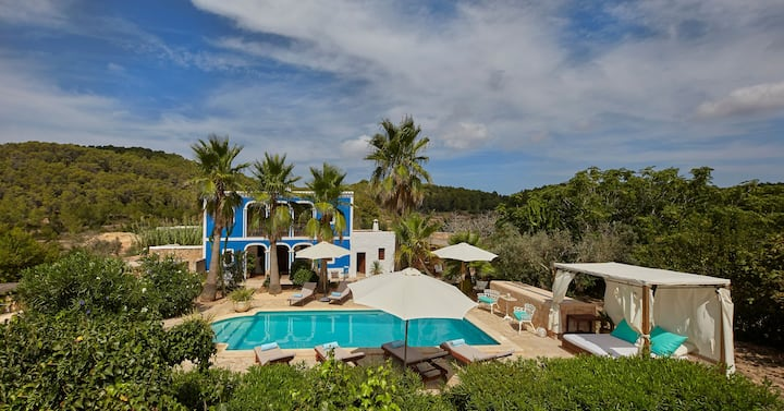 Dreamlike Villa with Pool, Wi-Fi, Garden, Loggia and Air Conditioning
