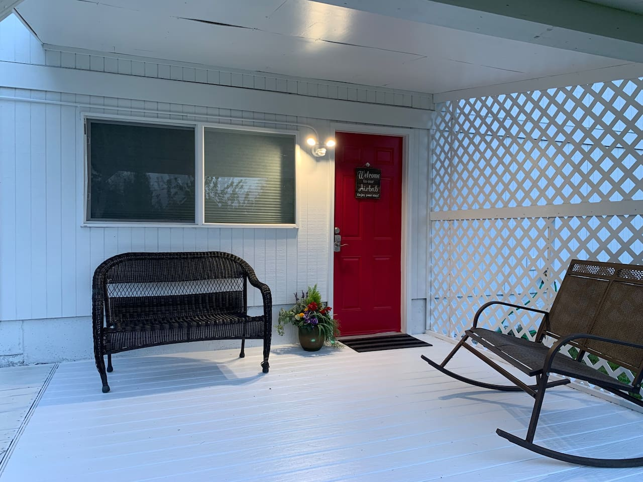 Federal Way Hide-A-Way is a 2 bedroom, 1 bath suite that sleeps SEVEN. Minutes from Aquatic Center and freeway. Seattle only 30 minutes away.