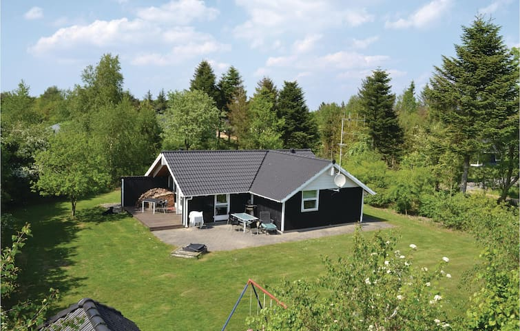 Holiday cottage with 2 bedrooms on 72 m² in Oksbøl