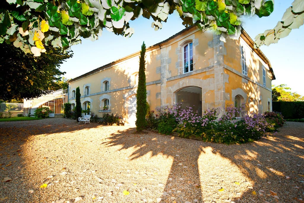 G te atypique piscine privative maisons louer for Location maison atypique