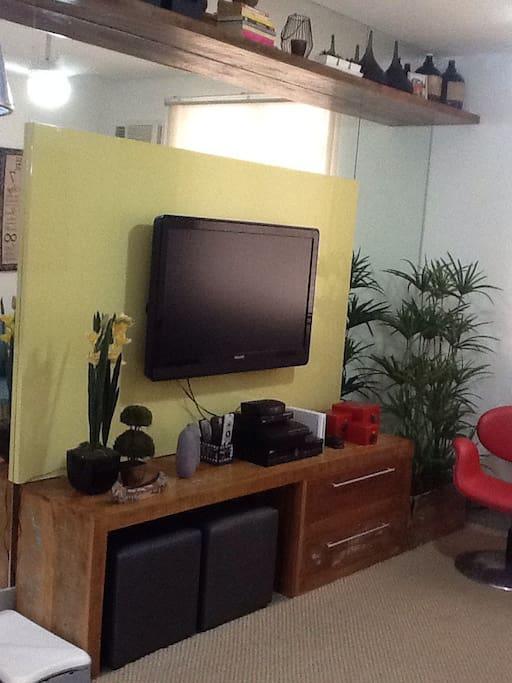 Sala com tv a cabo e wi-fi