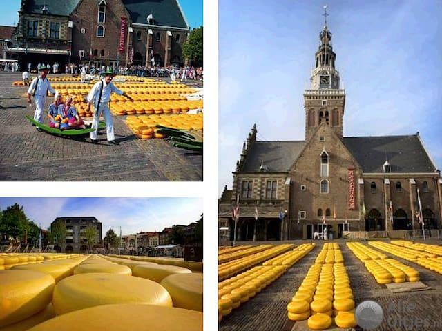Alkmaar (32km. vanaf Opperdoes): de Kaasmarkt.