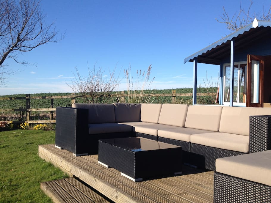 all-weather seating for sundowners