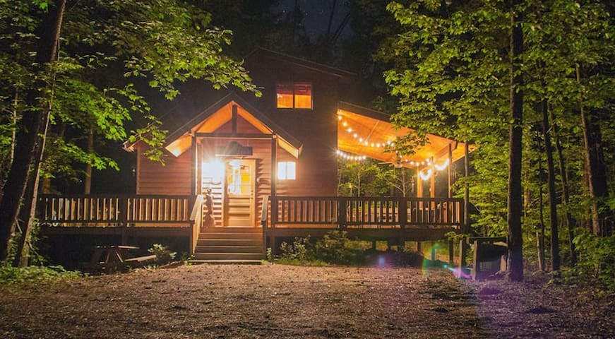 The bear affair cabin cottages for rent in helen for Large cabin rentals north georgia
