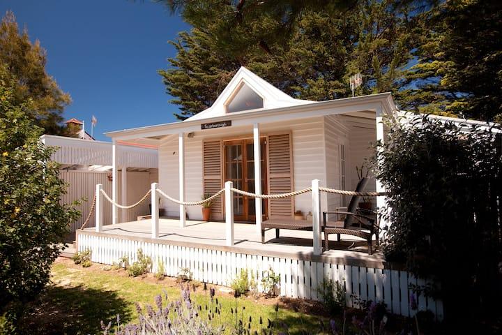 Beach Huts Middleton - Scarborough 2 bdrm spa hut