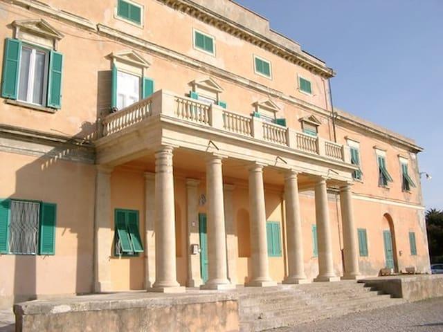 """Historic Building 50m sea ai """"Casini d'Ardenza"""""""