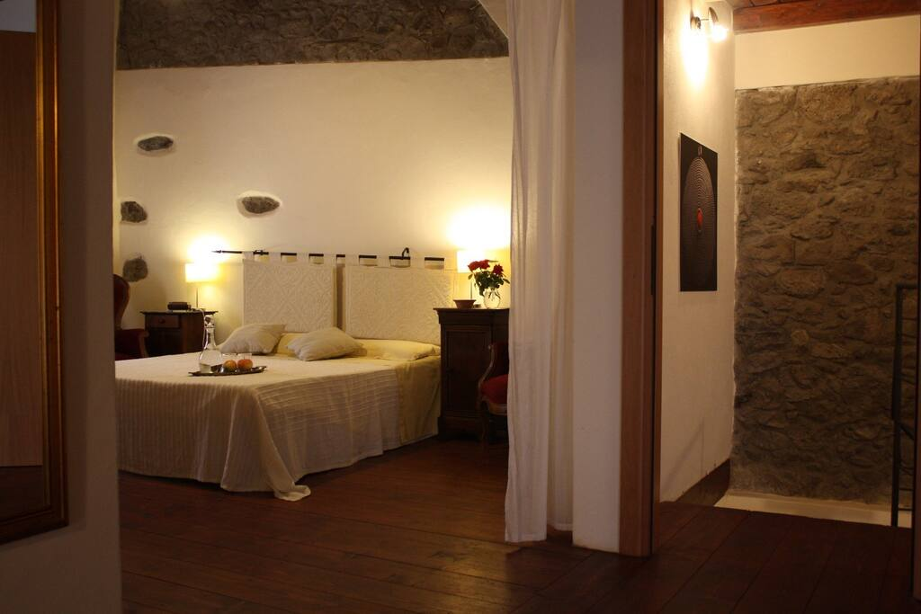 Suite in casa storica chambres d 39 h tes louer santu for Chambre d hote sardaigne