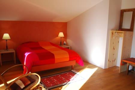 2 grandes chambres sur la colline - Saint-Chef - Haus