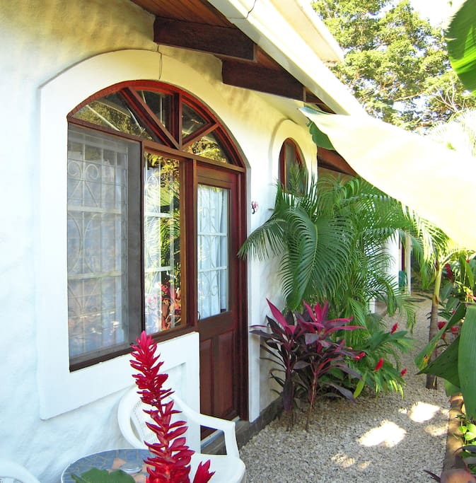 King bed + breakfast, Hotel Flores