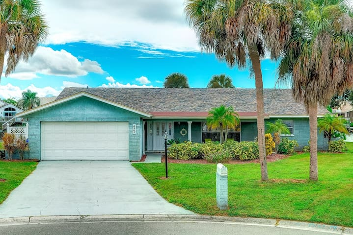 Quiet waterfront home w/pool and screened-in lanai - Apollo Beach - House