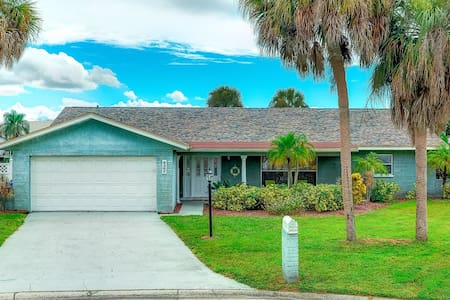 Quiet waterfront home w/pool and screened-in lanai - Apollo Beach - Dom