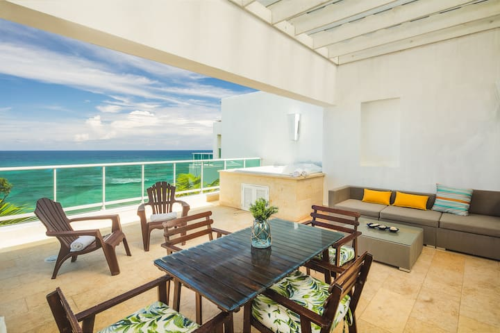 Prime Beach Front w/access to numerous Amenities!