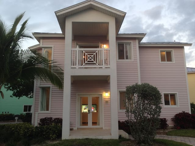 Luxury Custom Villa 210 @ Resorts World Bimini
