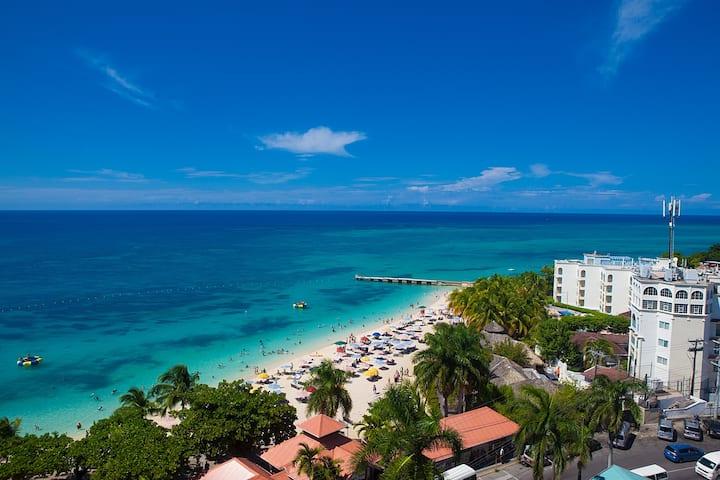 Beach View Balcony Vacation Condo Best Location