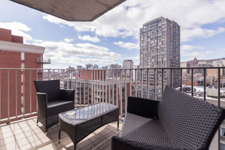 CUTE, COSY & INTIMATE, BALCONY, DOWNTOWN MONTREAL