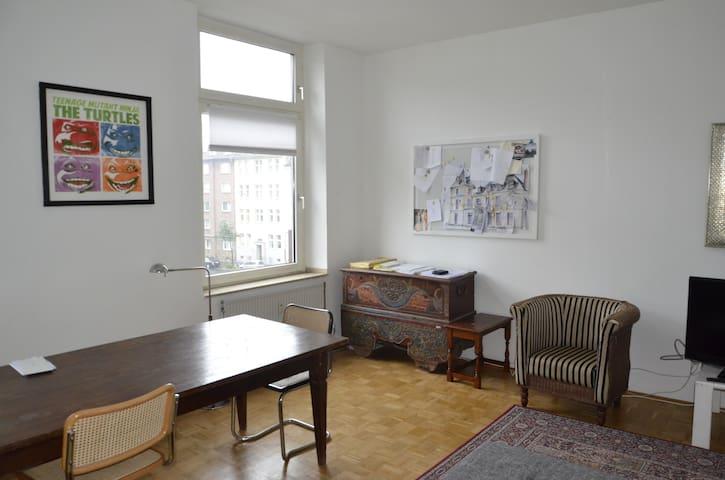Helle große Wohnung in D-Flingern