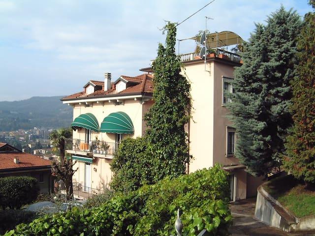 VILLA PATRIZIA Ferienwohnung am See - Salò - Pis