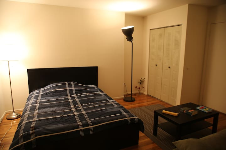 Close to New York City,  private bath, wi-fi, park - Ridgewood - Apartamento